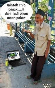 kakek bermain poker